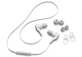 Новая Bluetooth-гарнитура от компании Plantronics - Back Beat Go 2